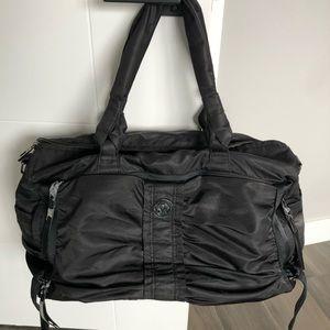 Lululemon black weekend duffle bag travel gym
